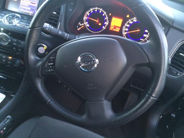Nissan Skyline Crossover 370GT 2WD steering wheel