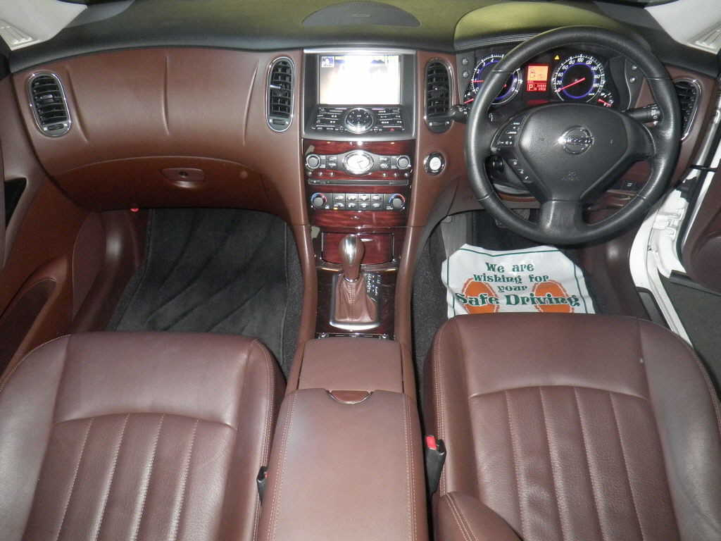 2009 Nissan Skyline Crossover 370GT Premium interior