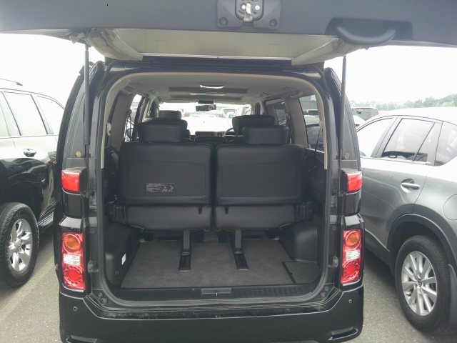 2010 Nissan Elgrand E51 rear space