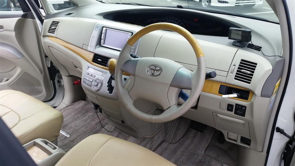 2008 Toyota Estima steering wheel