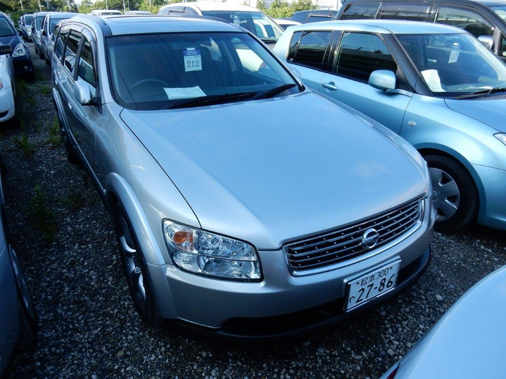 2004 Nissan Stagea AR-X front