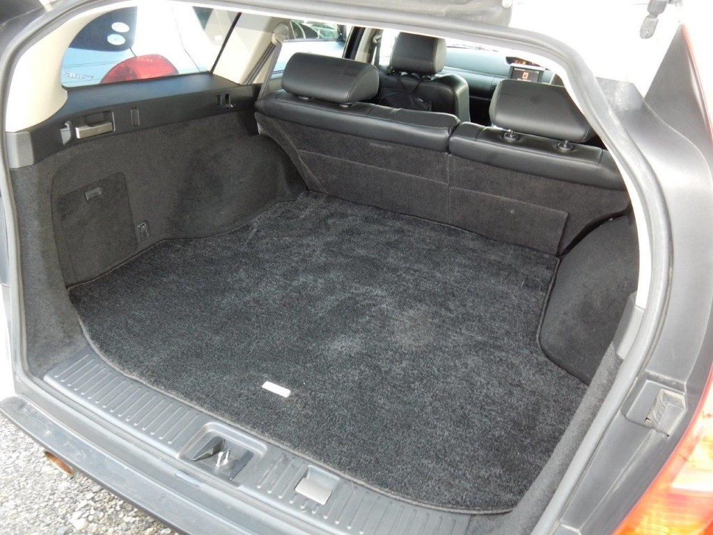 2004 Nissan Stagea AR-X boot space