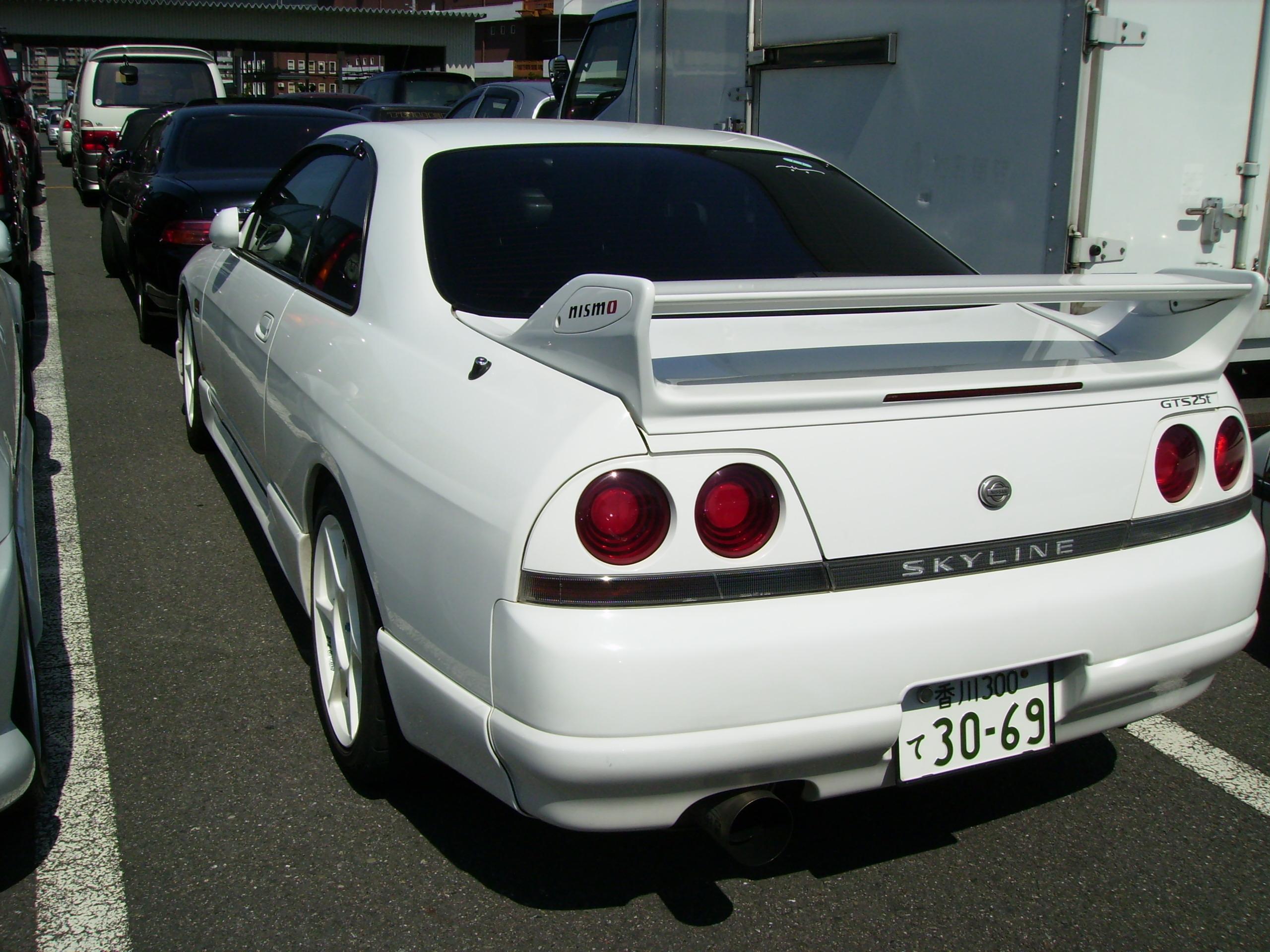 Skyline R33 Gts-t rear