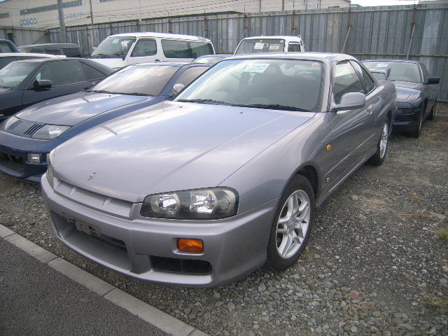 1999 Nissan Skyline R34 GT non turbo coupe front