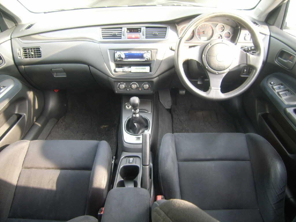 2004 Mitsubishi Lancer EVO 8 MR interior