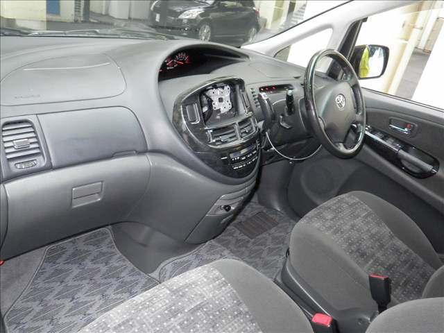 2005 Toyota Estima 3L 2WD 7 seater interior