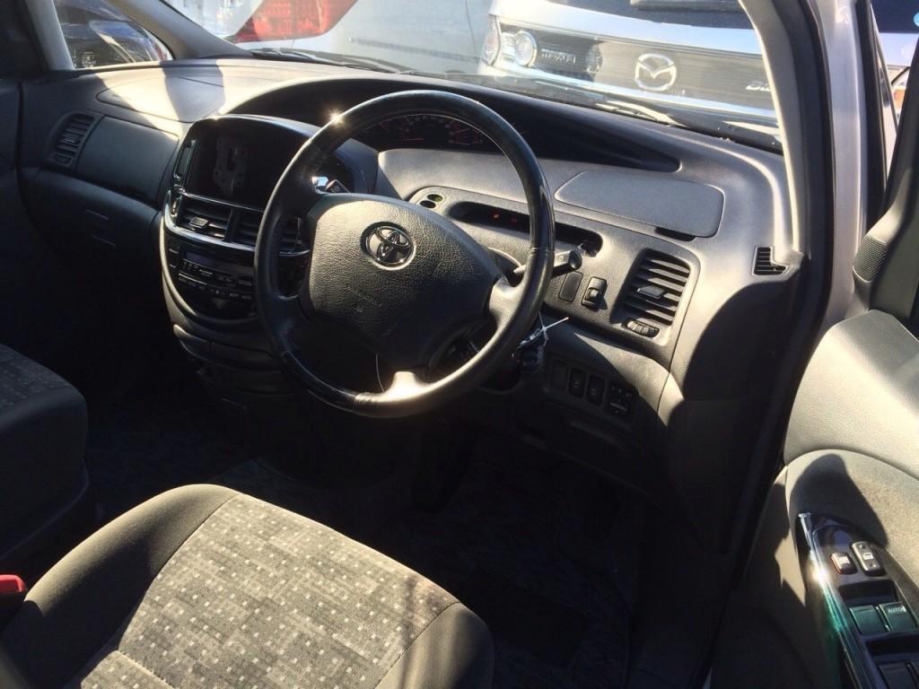 2005 Toyota Estima 3L 2WD 7 seater steering wheel