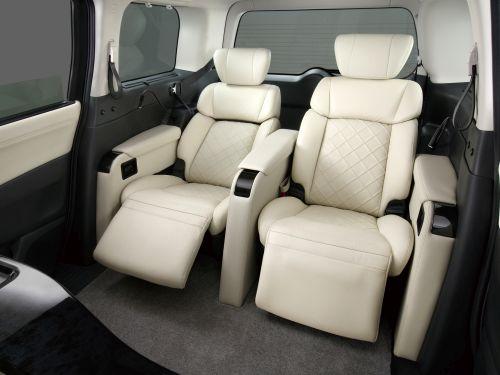 Nissan Elgrand E52 Autech Rider premium concept interior