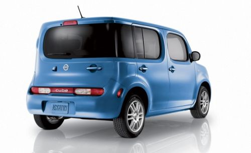Nissan Cube Z11 blue rear