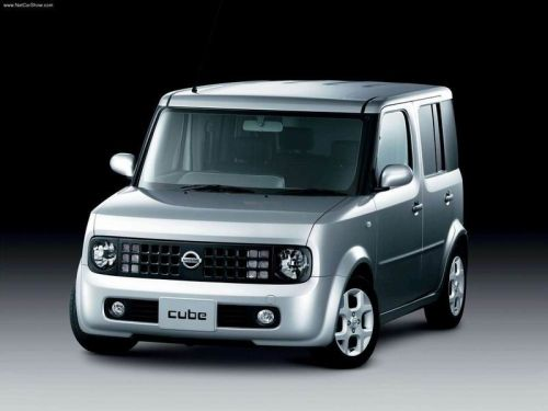 Nissan Cube Z11 silver front