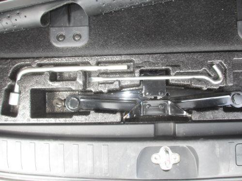 2009 Mitsubishi Delica D5 4WD tools