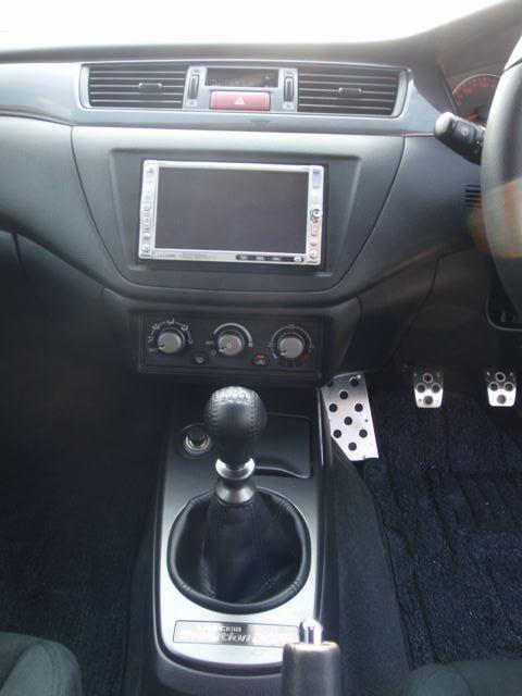 2004 Mitsubishi Lancer EVO 8 MR centre console
