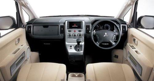 Mitsubishi Delica D5 interior front