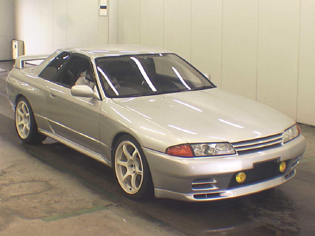 1992 Nissan Skyline R32 GTR silver auction front