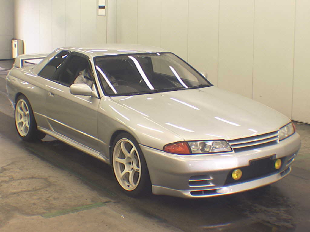 1992 Nissan Skyline R32 GTR silver auction front