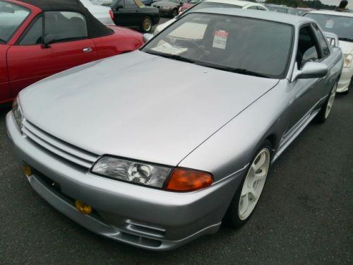 1992 Nissan Skyline R32 GTR silver left front
