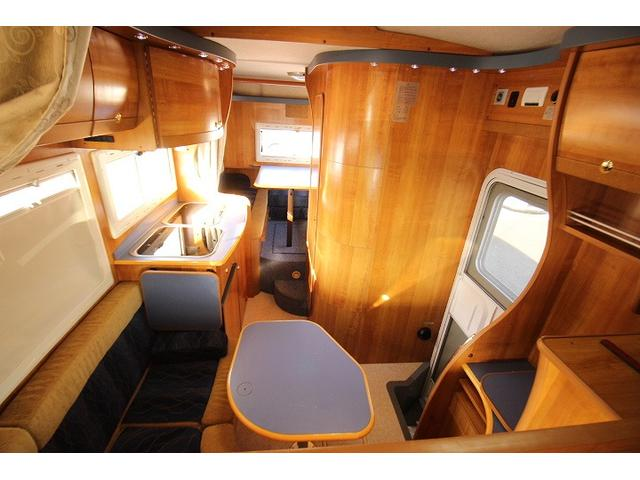 2010 Toyota Camroad motor home table