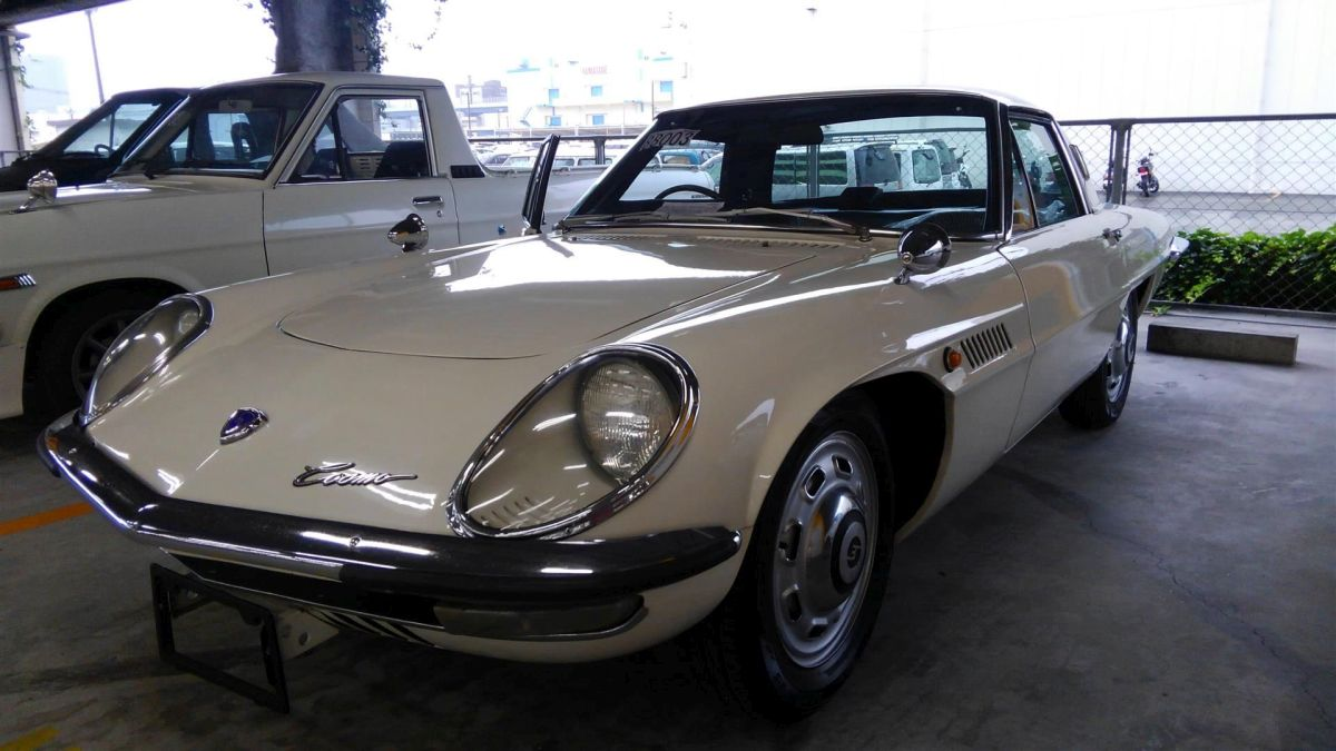 1968 Mazda Cosmo Sports L10A coupe front resized