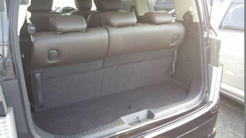 2010 Nissan Elgrand E52 4WD rear cargo area