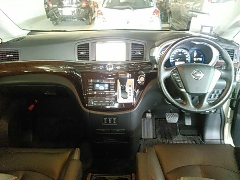 2011 Nissan ELgrand Highway Star Premium 350 4WD dash
