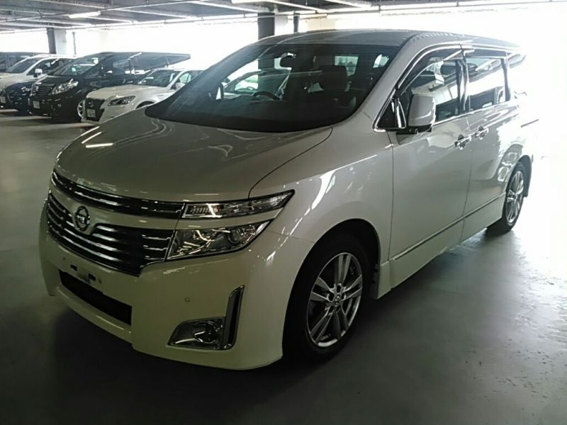 2011 Nissan ELgrand Highway Star Premium 350 4WD front left