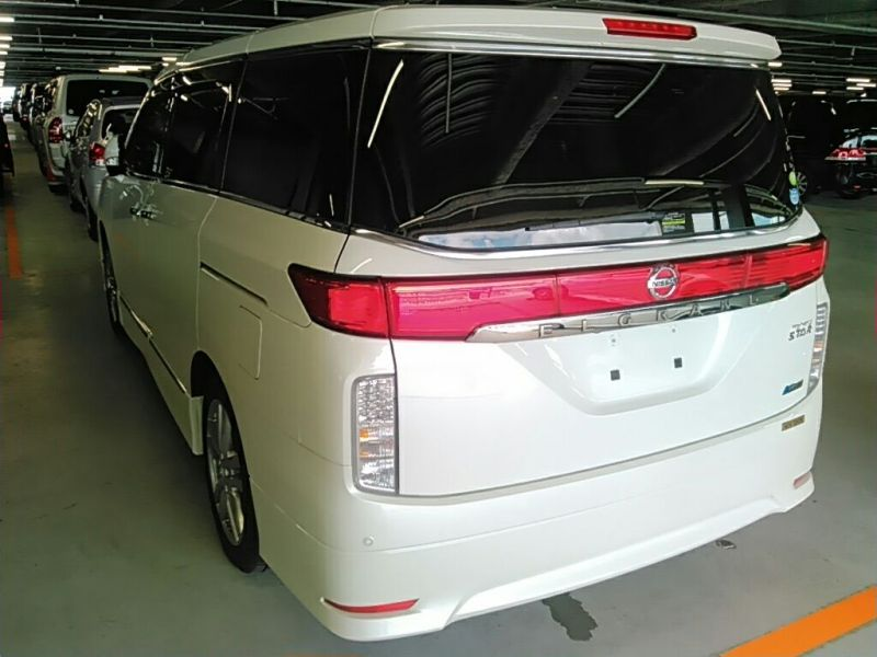 2011 Nissan ELgrand Highway Star Premium 350 4WD left rear