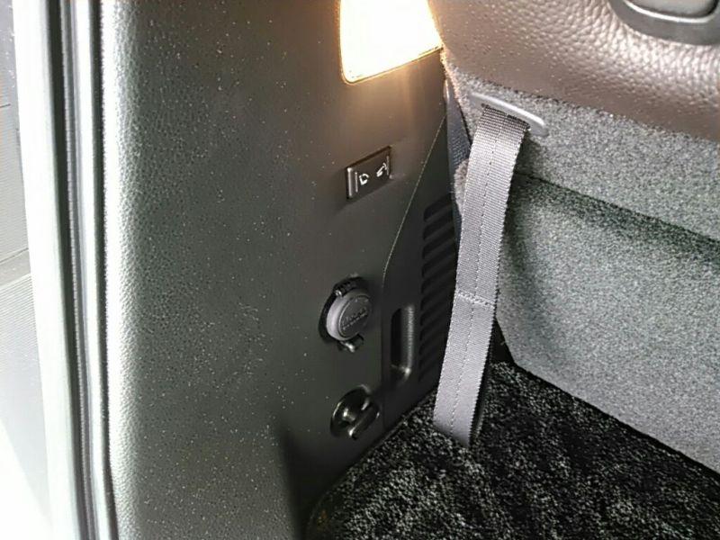 2011 Nissan ELgrand Highway Star Premium 350 4WD powerslide door control