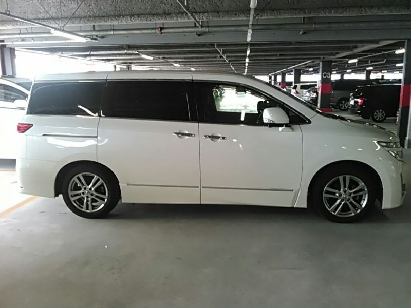 2011 Nissan ELgrand Highway Star Premium 350 4WD right side