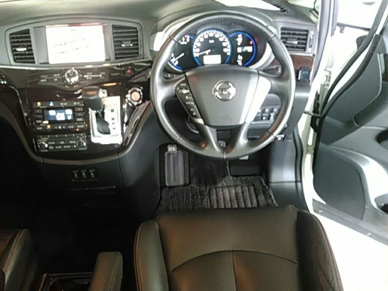 2011 Nissan ELgrand Highway Star Premium 350 4WD steering wheel cruise control