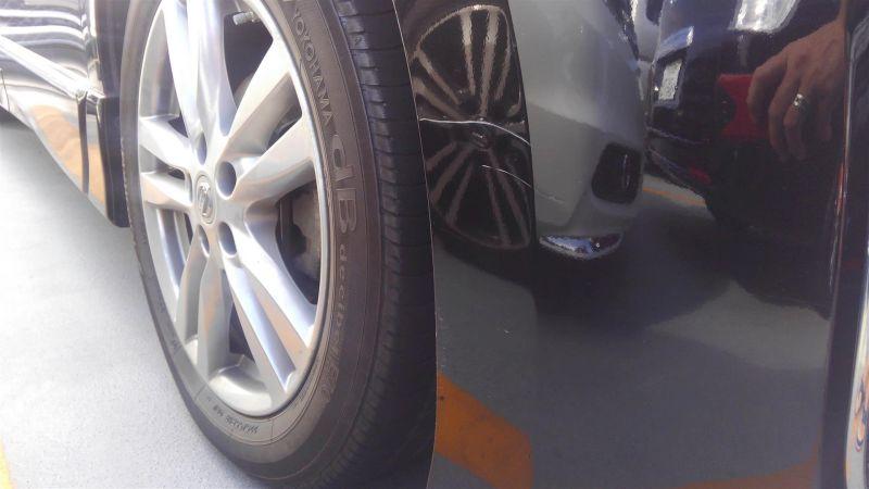 2011 Nissan Elgrand Highway Star Premium 350 4WD black bumper closeup