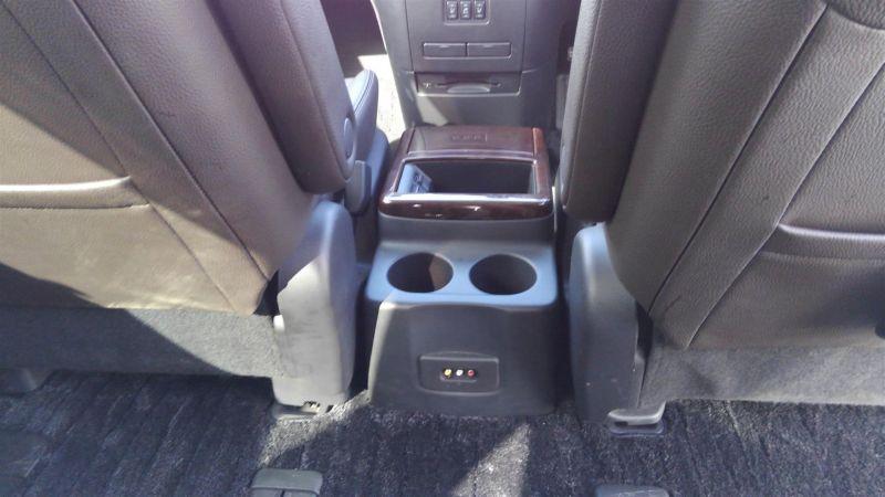 2011 Nissan Elgrand Highway Star Premium 350 4WD black centre console