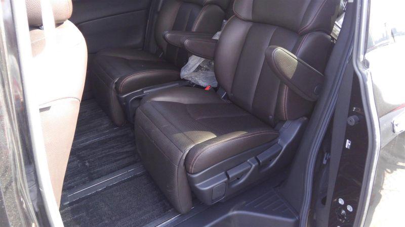2011 Nissan Elgrand Highway Star Premium 350 4WD black interior 4