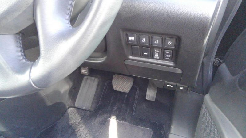 2011 Nissan Elgrand Highway Star Premium 350 4WD black powerslide door buttons