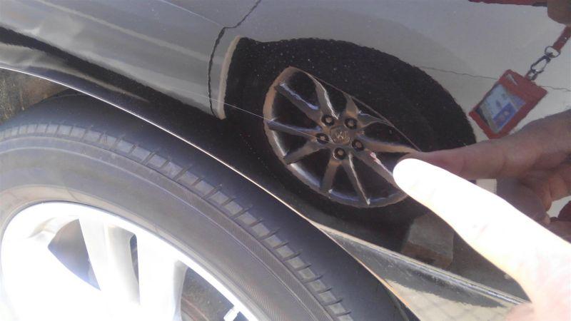 2011 Nissan Elgrand Highway Star Premium 350 4WD black scratches