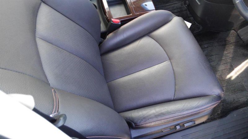 2011 Nissan Elgrand Highway Star Premium 350 4WD black seat closeup
