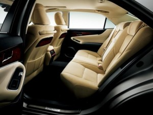 2013 Toyota Crown Majesta S21 rear seats