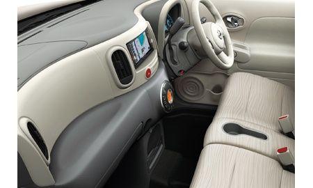 Nissan Cube Z12 interior 6