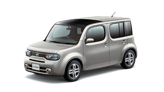 Nissan Cube Z12 silver