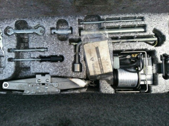 1992 Honda NSX coupe tool kit