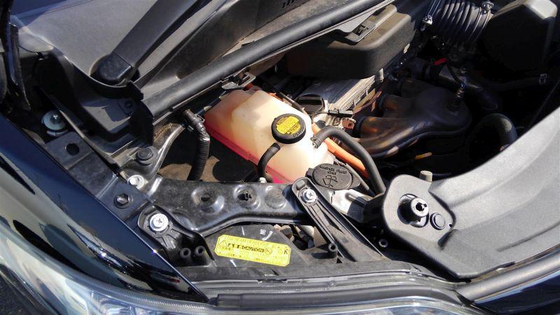 2012 Toyota Vellfire Hybrid ZR engine 3