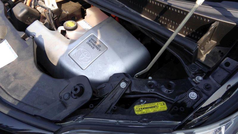 2012 Toyota Vellfire Hybrid ZR engine 4