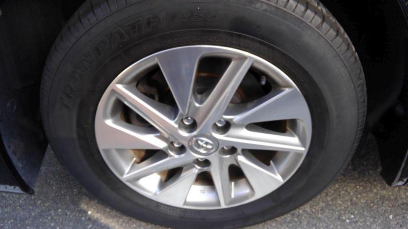 2012 Toyota Vellfire Hybrid ZR wheel 2