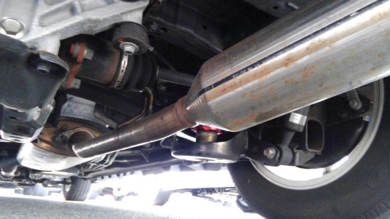 2012 Toyota Vellfire Hybrid ZR underbody 2