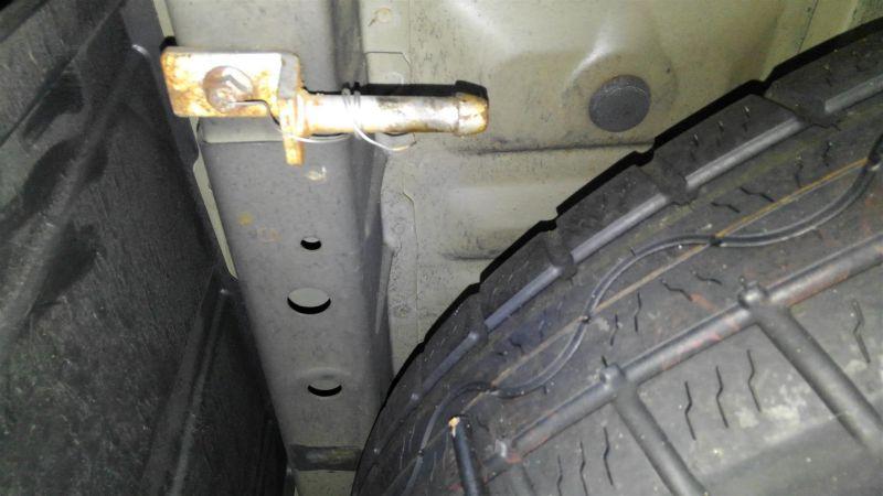 2012 Toyota Vellfire Hybrid ZR underbody 4
