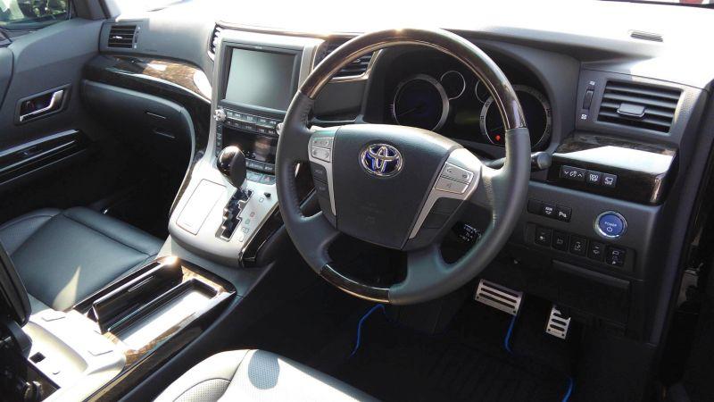2012 Toyota Vellfire Hybrid ZR interior 5