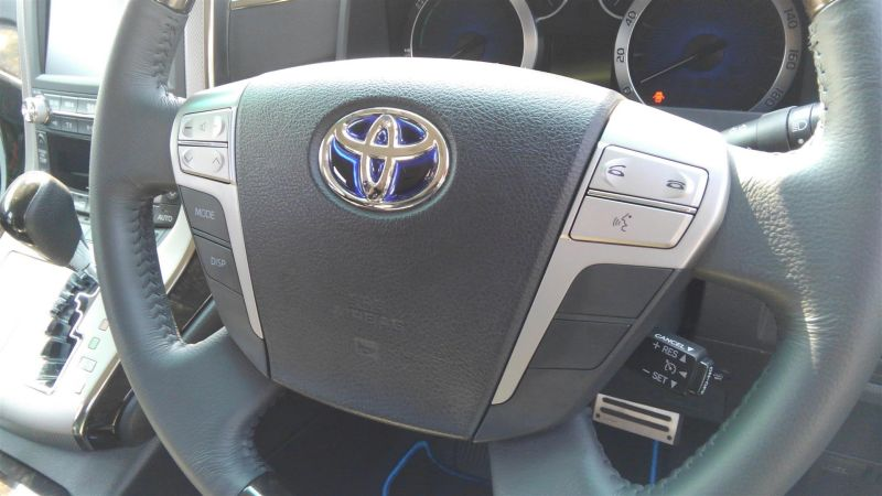2012 Toyota Vellfire Hybrid ZR steering wheel