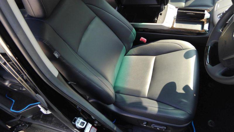 2012 Toyota Vellfire Hybrid ZR driver seat