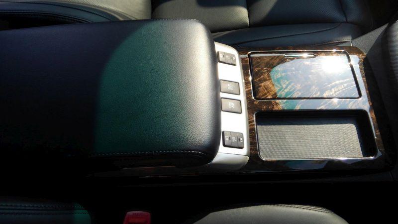 2012 Toyota Vellfire Hybrid ZR centre console