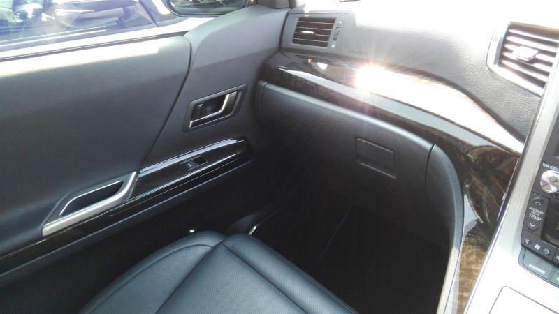 2012 Toyota Vellfire Hybrid ZR interior 8