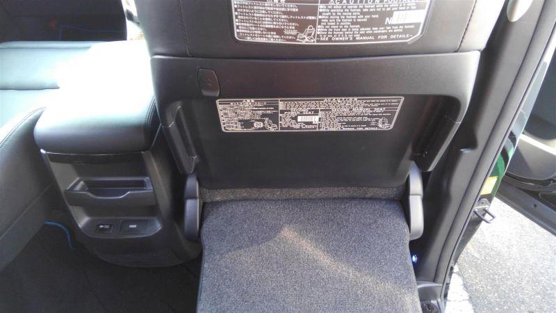 2012 Toyota Vellfire Hybrid ZR interior 15